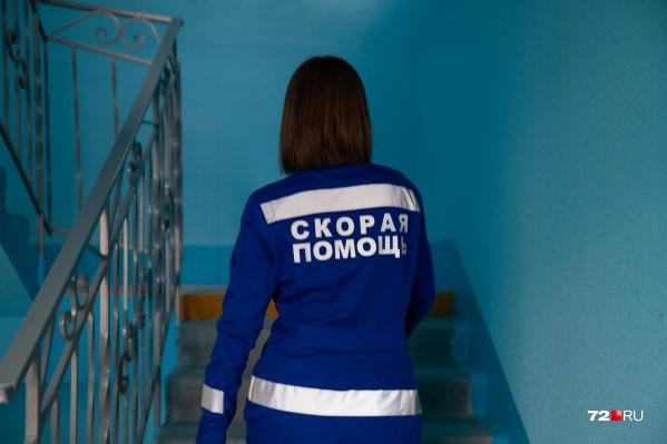 К девочке приехали врачи скорой помощи