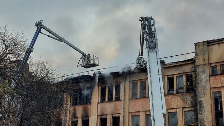 Заброшенный ДК имени Ленина в очередной раз загорелся