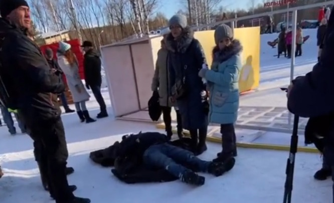 В ЦПКиО на жителя Екатеринбурга рухнула металлическая конструкция