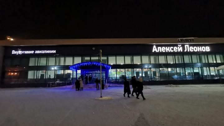 Пассажиру самолета Кемерово — Москва стало плохо во время полета. Его откачали стюардессы