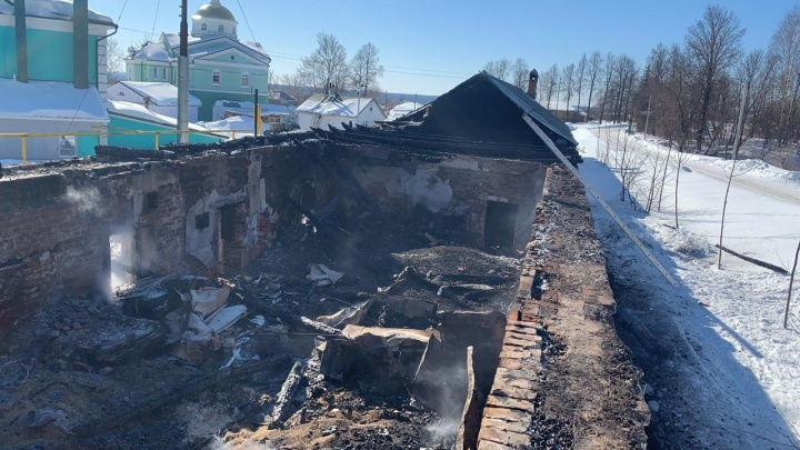 В МЧС назвали предварительные причины пожара в Оранском монастыре