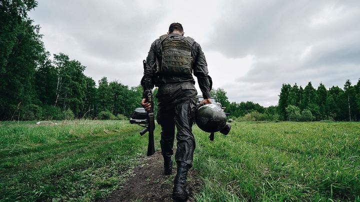 Борьба военных с самими собой: новосибирец снял захватывающие кадры с испытаний спецназа — 10 фото