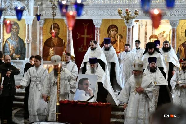 В Александро-Невском соборе горожане попрощались с Владимиром Белоглазовым