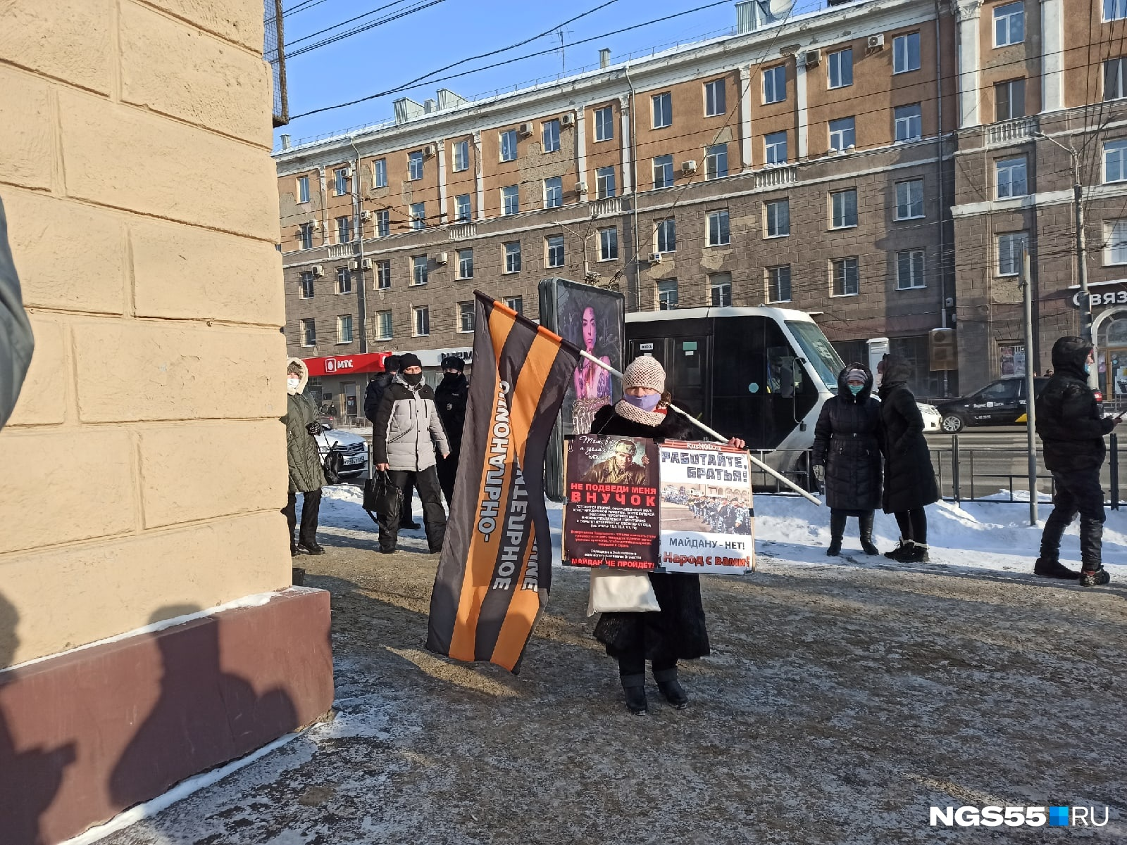 Одиночный пикет на массовом несогласованном митинге