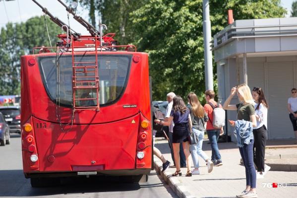Указатели на остановках помогут разобраться в новых маршрутах автобусов