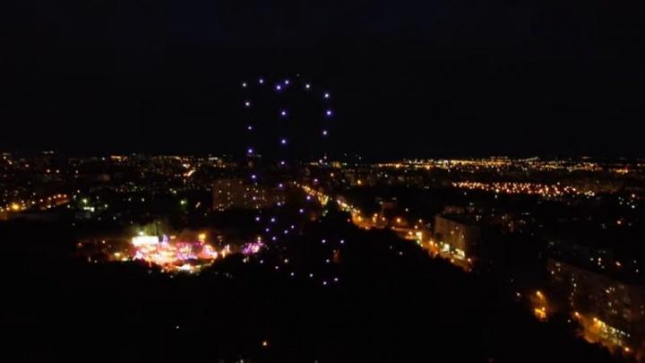 Появилось видео шоу дронов в парке Гагарина