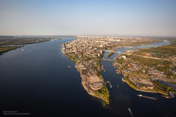 Фото стрелки рек Волги и Самары с такого ракурса у многих вызывает ассоциацию с Манхэттеном