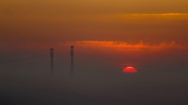 Завораживающе и страшно одновременно: фотограф запечатлел густой утренний туман над Волгоградом