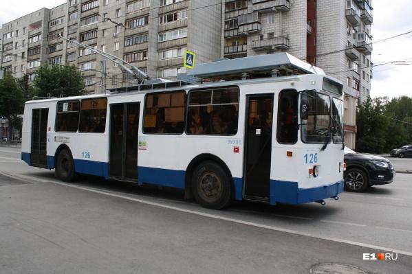 Энергетики пригрозили обесточить электротранспорт Екатеринбурга