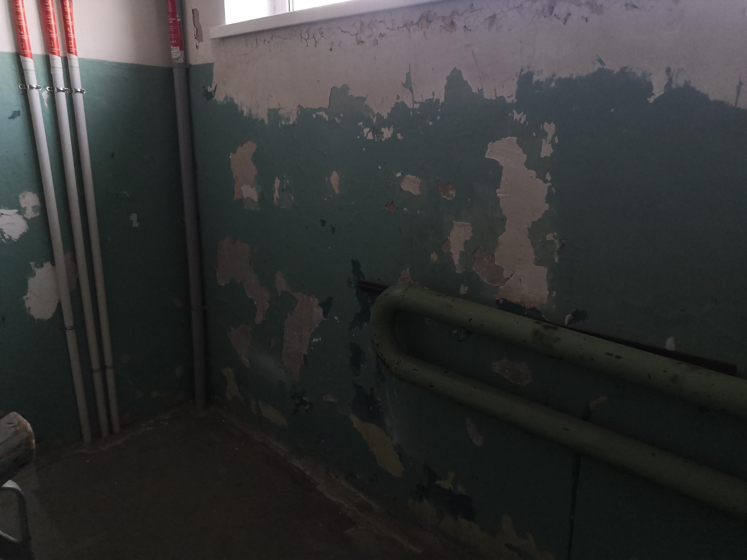 Так стены подъезда выглядели «до»
