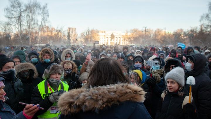 Участницу несогласованного шествия в поддержку Навального в Тюмени оштрафовали на 15тысяч рублей