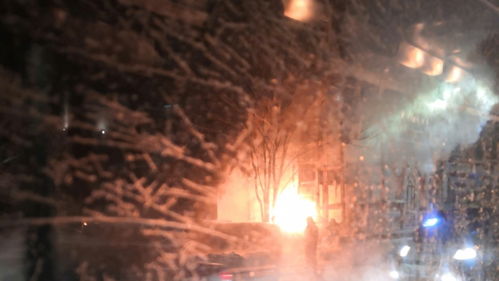 К кукольному театру Челябинска, закрытому на ремонт, стянули пожарных
