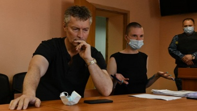 В Екатеринбурге суд трижды за день наказал Евгения Ройзмана. Его арестовали и назначили ему обязательные работы