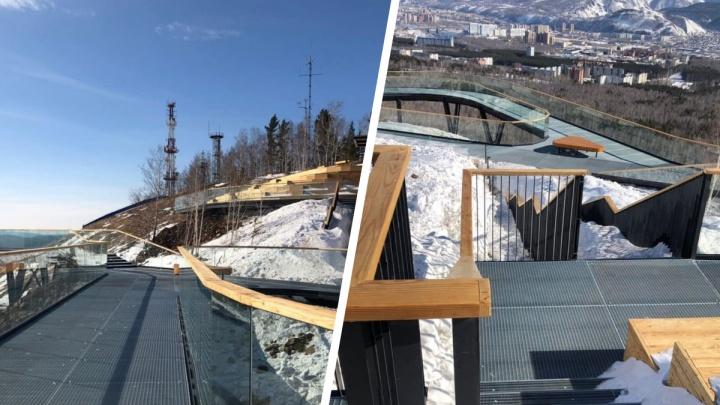 На Николаевской сопке доделали смотровую площадку за 38миллионов рублей