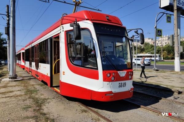 Ранее в городской администрации уверяли, что не будут останавливать движение трамваев