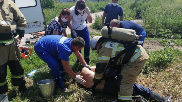 В Павловском районе спасатели достали из колодца двух мужчин. Они в тяжелом состоянии