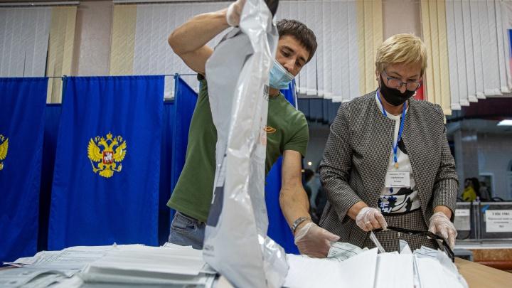 Как голосовали новосибирцы: подсчет голосов, пометки карандашом, запрет на фотографии с Лазаревой. Онлайн-репортаж