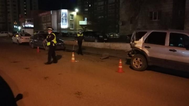 В Екатеринбурге водитель Volkswagen нарушил правила и протаранил пять иномарок. Пострадал 7-летний ребенок