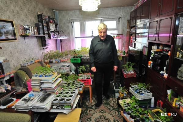Юрий Мищенко много лет сражается за солнечный свет в квартире