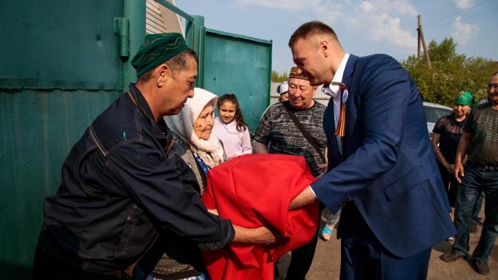 Омской семье передали останки бойца, погибшего на войне в Новгородской области
