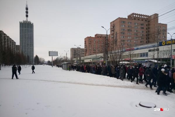 Шествие уже прошло по Троицкому проспекту и проспекту Чумбарова-Лучинского