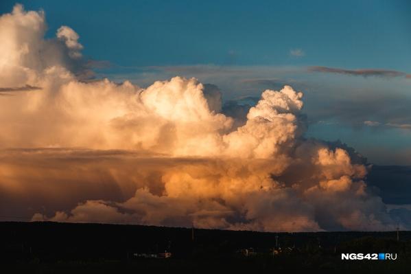 Такие облака могли видеть кемеровчане вечером 23 июня