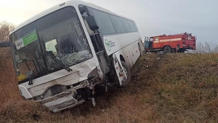 На трассе в Челябинской области столкнулись Mitsubishi и автобус, один погиб, четверо ранены