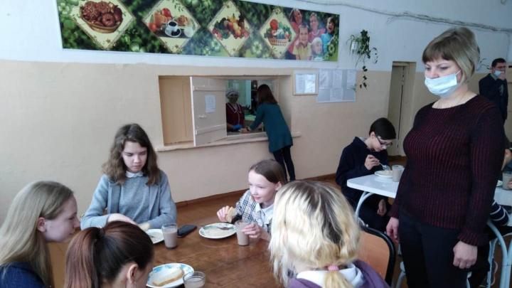 Пожаловались на гвозди в еде: родители школьников 10 дней будут следить, чем кормят их детей
