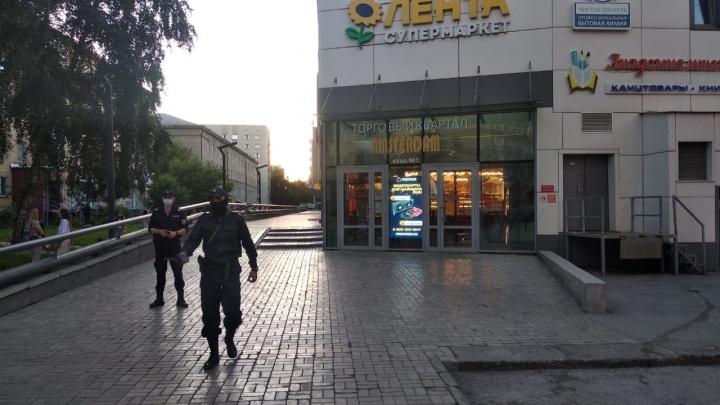 Вечером ТЦ «Амстердам» оцепили силовики — рассказываем, что там происходило