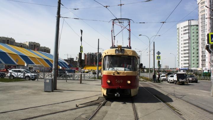 Трамваи и троллейбусы в Екатеринбурге пригрозили обесточить за долги. Как решается проблема?