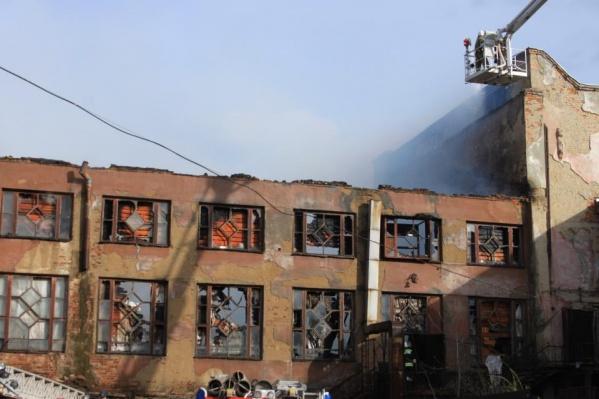 Здание фабрики-кухни едва не сгорело в мае прошлого года