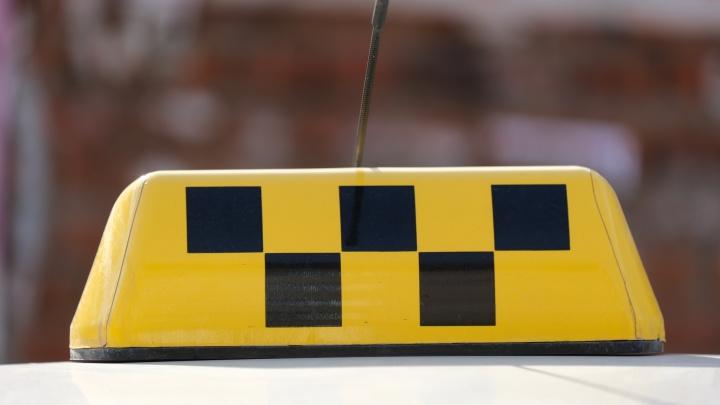 Пермяки жалуются, что подорожали поездки на такси из аэропорта. Что говорят в сервисах онлайн-заказа машин?