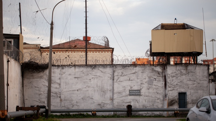 В колонии на Доме Обороны в Тюмени установят «глушилку» сотовой связи