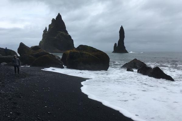 Публикуем первый рассказ из книги Данила Сергеева — о кухне, языке и происшествиях в Исландии