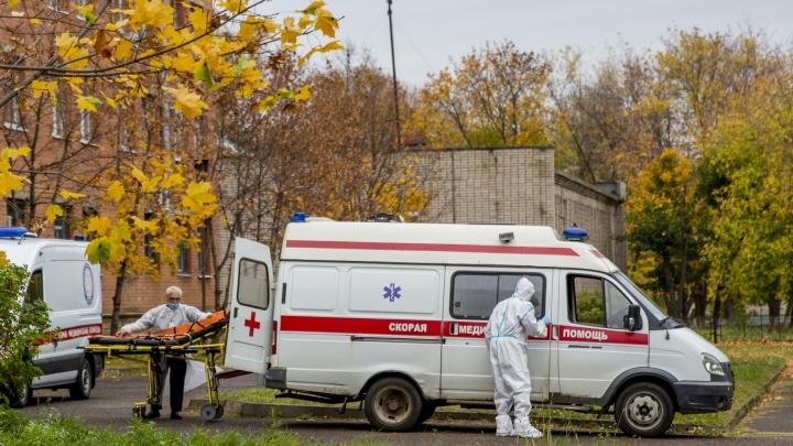 В Ярославской области всё больше мест в больницах отдают под ковид. Два графика о новой волне пандемии