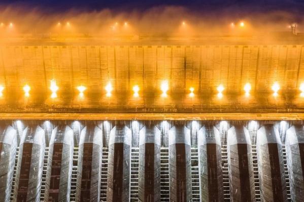 Станция находится на реке Енисей, самой полноводной в России