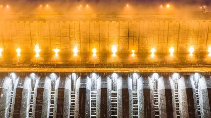 Новосибирский фотограф сделал снимки одной из крупнейших ГЭС мира — 10 кадров с Енисея