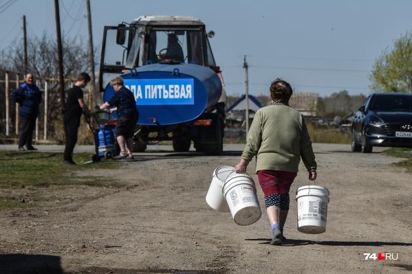 Седьмой день улица Новосёлов в поселке Шумаки живет без водоснабжения