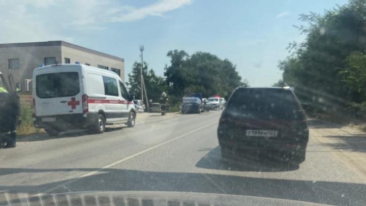 Пять взрослых и один ребенок попали в больницу после лобового столкновения на юге Волгограда