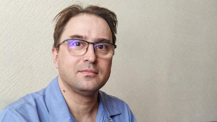 «Блогер берет селфи-палку и съедает мухомор»: главный токсиколог Омска — о своей работе