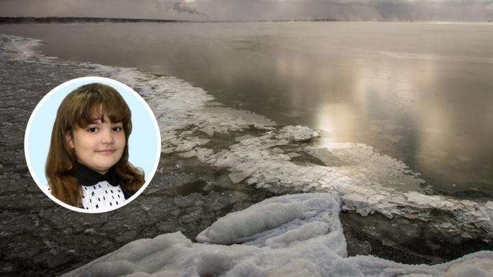 Под Новосибирском 8-летняя девочка вытащила из ледяной воды подругу, провалившуюся под лед