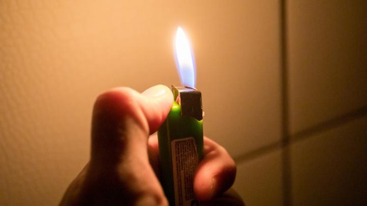 В крае собираются запретить продажу зажигалок детям из-за сниффинга — за два года от него умерло 15 школьников