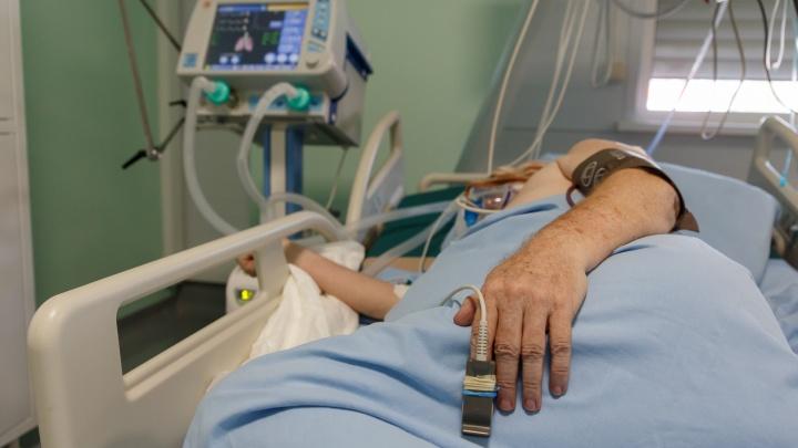 «Ситуация тяжелая, медицина работает на износ»: в Волгограде неуклонно растет число заболевших и умерших от COVID-19