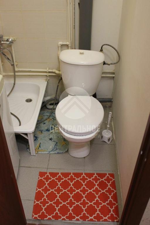 В ванной комнате даже хватило места для душа