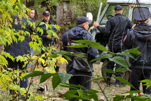 Полицейские выясняют, опасны ли обнаруженные предметы