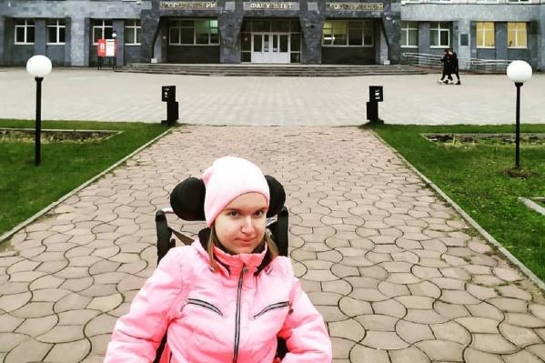 Елизавета Беляева была в восьмом корпусе ПГНИУ, когда там началась стрельба. Девушка говорит, что она и ее однокурсники полтора часа сидели и ждали смерти, пока преподаватель читал лекцию и не предпринимал никаких мер безопасности