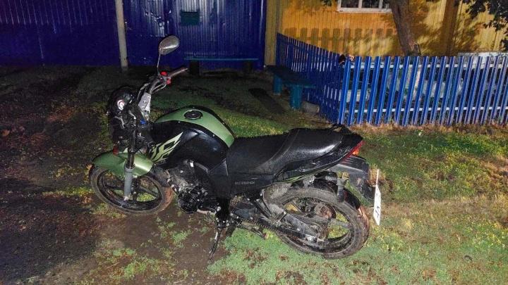 В Тюменской области пьяный мотоциклист сбил четырехлетнего мальчика, который играл у дома