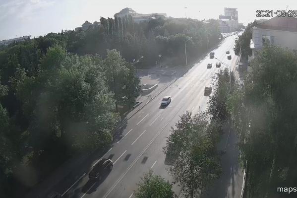 Днем образовались гигантские пробки из-за закрытия движения