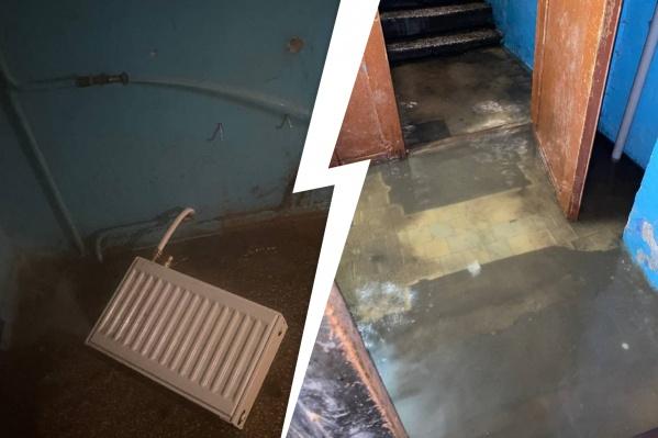Первый этаж подъезда залило водой
