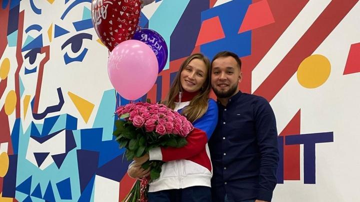 «Не везет в спорте — повезет в любви»: участницу Олимпиады позвали замуж в аэропорту Челябинска